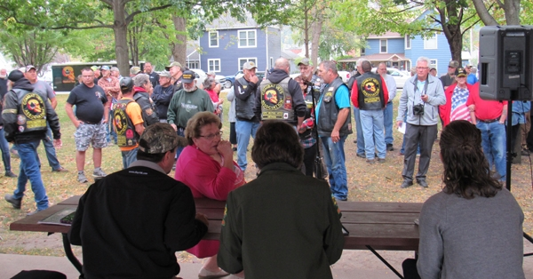 By Caroline RosackerA meeting to discuss the United States flag that is currently flown at Turkey River Mounds State Preserve, commonly known as Estes Point, located 4.5 miles southeast of Guttenberg, was held on Wednesday, Oct. 6, in the north gazebo in Ingleside ParkIn attendance were...